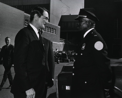 <p>Elliot Richardson meets with NIH police officer during visit on March 16, 1971.</p>