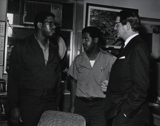 <p>Elliot Richardson meets with CC Transportation staff during his visit to NIH on March 16, 1971.</p>
