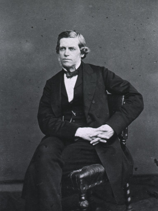 <p>Seated, left pose.</p>