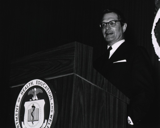 <p>Elliot Richardson addresses the NIH audience during his visit on March 16, 1971.</p>