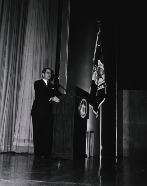 <p>Elliot Richardson addresses the NIH staff during his visit on March 16, 1971.</p>
