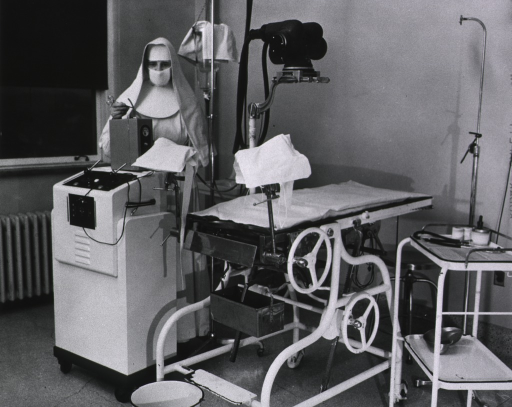 <p>Operating room, 1950.</p>