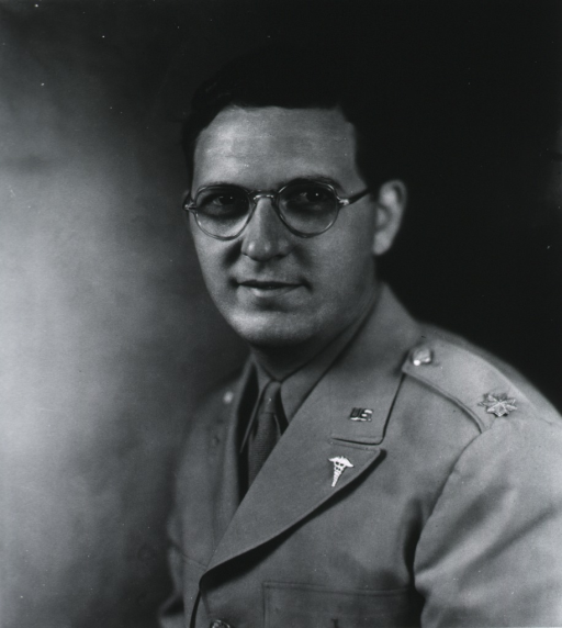 <p>Head and shoulders, left pose, full face, wearing uniform (Major).</p>