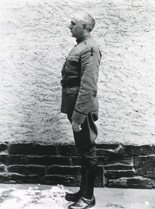 <p>Full length, profile, uniform of Major.</p>