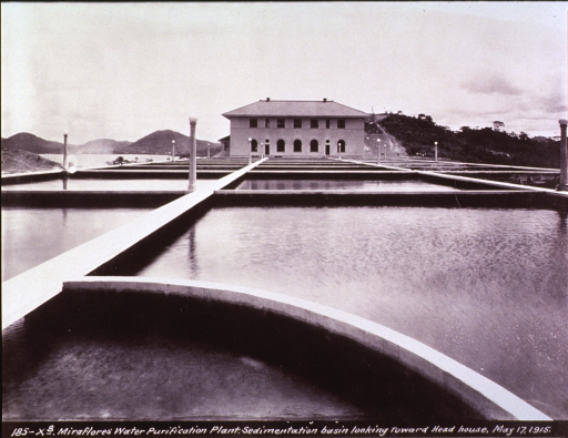 <p>Water purification plant at Miraflores, in the Canal Zone, 1915.</p>