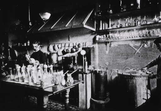 <p>Laboratory of Pasteur Institute where diptheria antitoxin is made [man shown using autoclaves to sterilize chicken broth].</p>