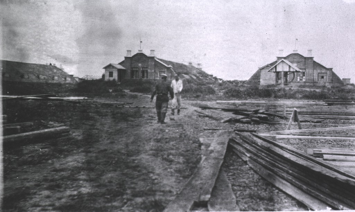 <p>A view of sod houses in the background.</p>