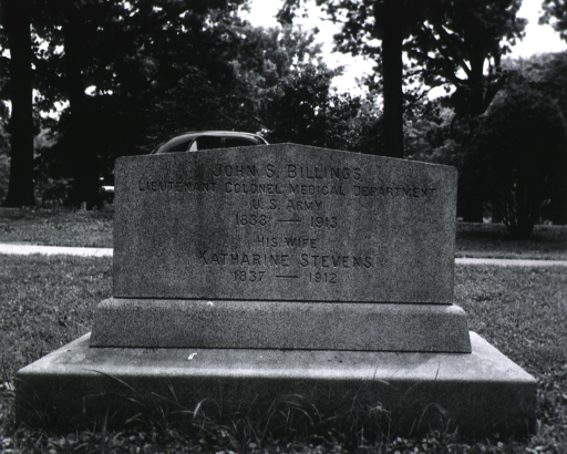 <p>Picture of Tomb in Arlington Cemetery.</p>