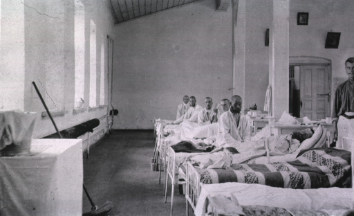 <p>A staff person and patients in a ward in the St. George No. 1 Red Cross Hospital.</p>