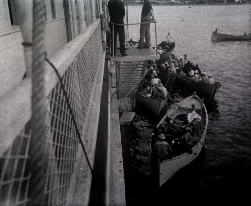 <p>Staff take wounded from several boats.</p>