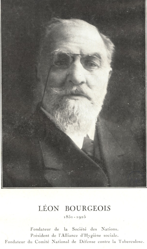 <p>Head and shoulders, wearing glasses, beard.</p>