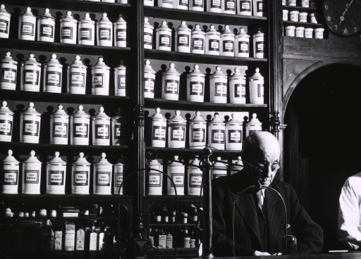 <p>Interior view of an 18th or 19th century pharmacy.</p>