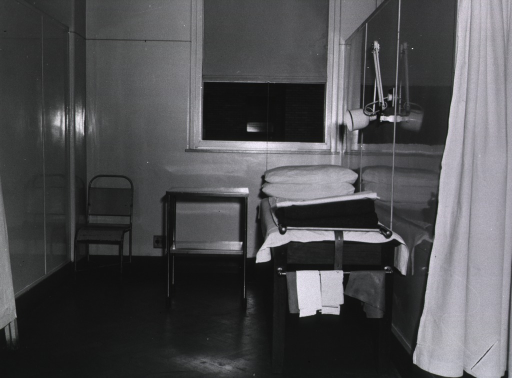 <p>Royal Perth Hospital.  Cubicle in hospital casualty ward.</p>