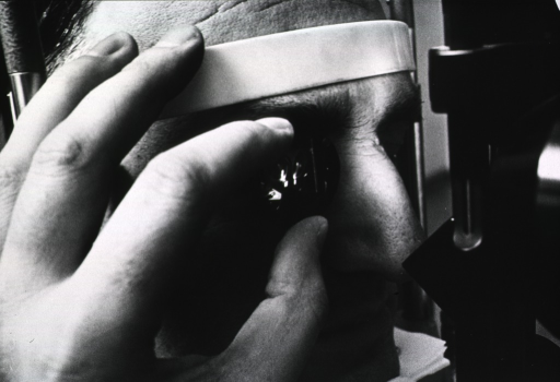 <p>A physician is examining the eyeground using a &quot;three-mirror glass.&quot;</p>