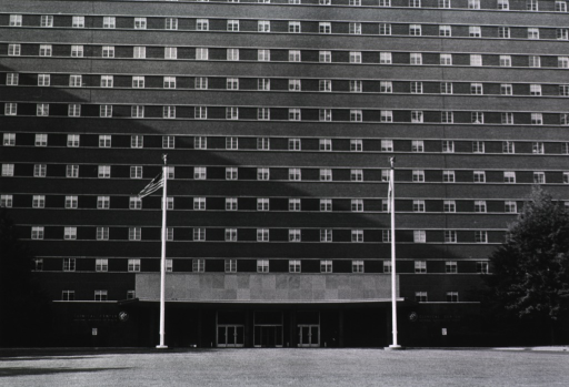 <p>Exterior view of the original front entrance to the Clinical Center, taken sometime between 1957 and 1978.</p>