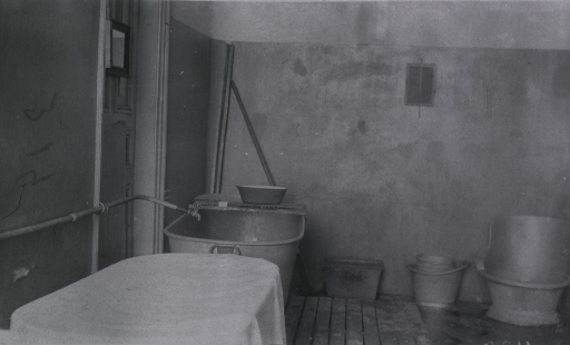 <p>A tub and some buckets in a bathroom in a German Red Cross Hospital.</p>