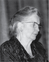 Phyllis Greenacre lecturing during her New York years, most probably during the 1960s. (Courtesy of the New York Psychoanalytic Institute and Society Archive.)