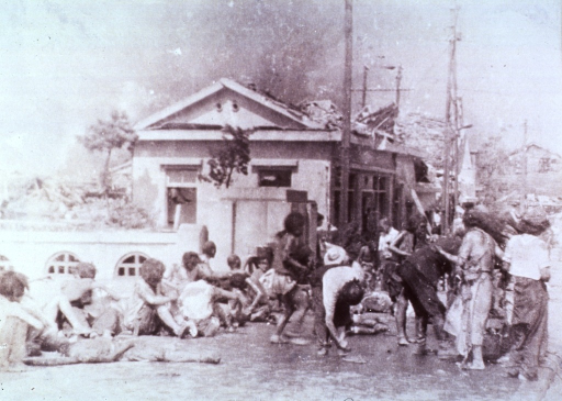 <p>The injured awaiting first aid treatment in Hiroshima soon after the bombing.</p>