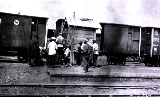 <p>Men have gathered around a watering place in a railroad yard in Harbin.</p>