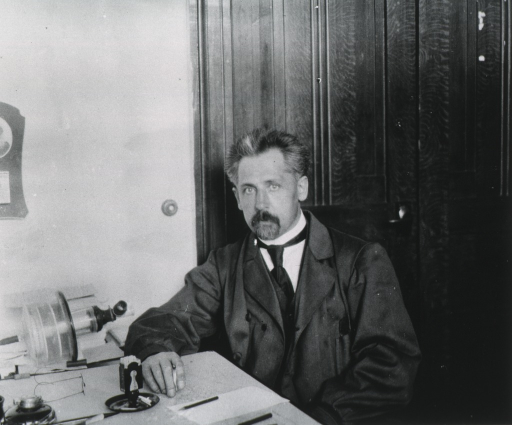 <p>Professor Schaternikoff in the room containing the respiration apparatus in the Frauen-Hookschule in Moscow, Russia.</p>