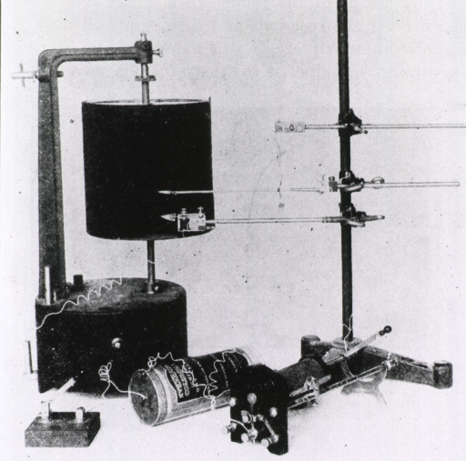 <p>Kymograph, with muscle lever and signal magnet, used to record muscle and organ activity.</p>