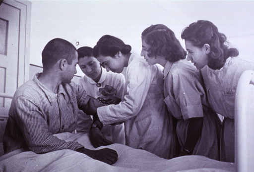 <p>Student nurse giving an injection.</p>