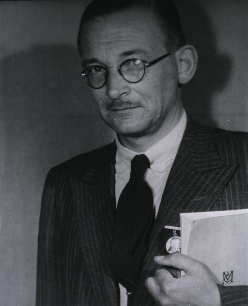 <p>Portrait taken at 4th International Neurological Congress, Paris, 1949.</p>
