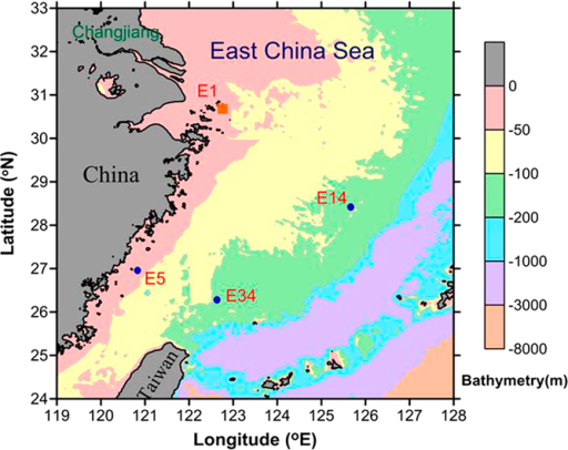 Sampling locations in the East China Sea.Blue dots represent the surface sediment stations and the sediment trap deployment station in summer in 2013. Station E1 was in November 2013. (The map was created using Surfer software v.12 Surfer (Golden Software) http://www.goldensoftware.com/home/terms-of-use).