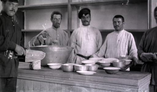 <p>Kitchen personnel in the pantry at Military Hospital No. 1.</p>