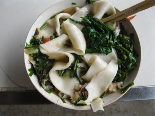 Adding wild vegetables to noodle soup is another common form of utilizing the plants.
