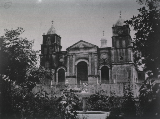<p>View of the the garden in front of the Church entrance.</p>