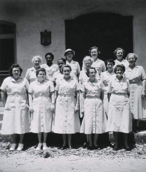 <p>Teachers and observers of the midwives institute, Penn Community Center, gathered for a group photo, 1955.</p>