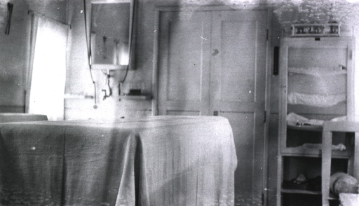 <p>The interior of the surgical dressing room aboard the Tzaravitch Red Cross train.</p>