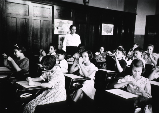 <p>Showing students filing their finger-nails as part of the regular training in personal hygiene in Miss Kniberg's class at the Avon Ave. School, Newark, New Jersey.</p>