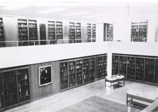 <p>Library.  Interior view in new building, Regents Park.</p>