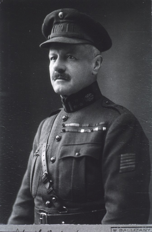<p>Half-lenght, left pose, wearing uniform.</p>