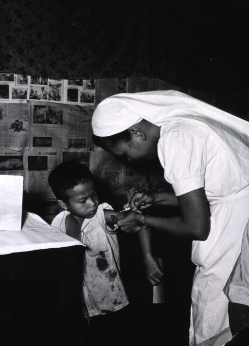<p>A nurse is vaccinating a young boy.</p>
