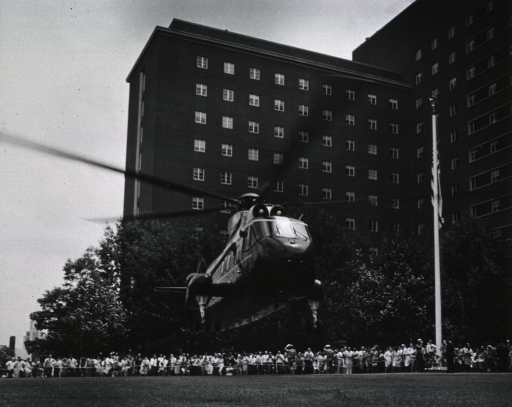<p>President Johnson's helicopter lands on lawn in front of the Clinical Center, July 21, 1967.</p>