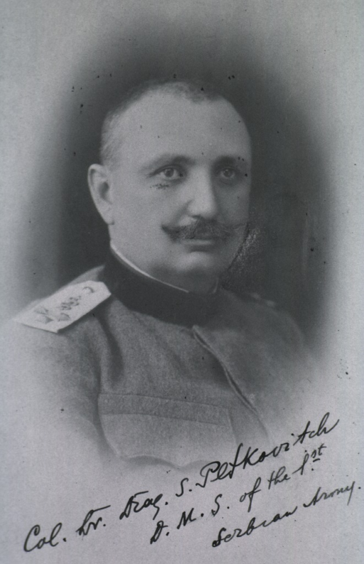 <p>Head and shoulders, right pose; in uniform.</p>