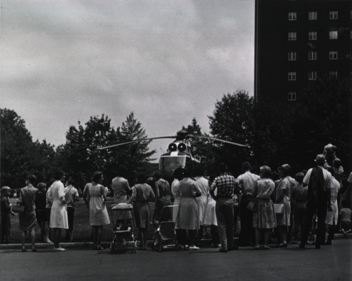 <p>President Johnson's helicopter lands on the lawn in front of the Clinical Center, July 21, 1967.</p>