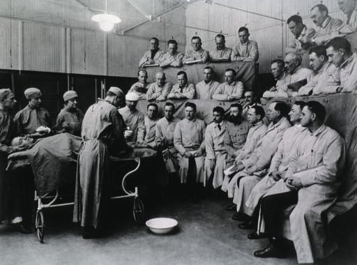 <p>Demonstration lecture, surgery, Jan. 14, 1918, showing Dr. Alexis Carrel and 28 students.</p>