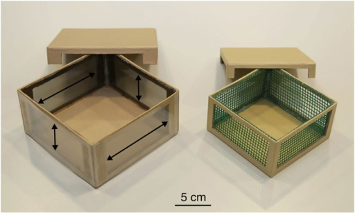 Experimental boxes.On the left is the outer box (polarization box) with two different layers of filters. On the outside is a pseudo-depolarizing filter and on the inside a polarizing filter. The direction of polarization is indicated with arrows. On the right is the inner box (holding box) with its meshed windows.
