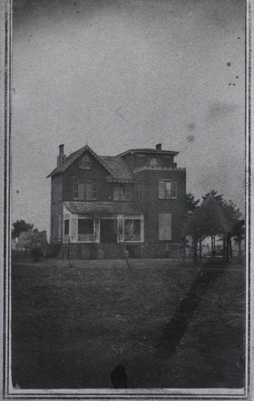 <p>View of a house.</p>