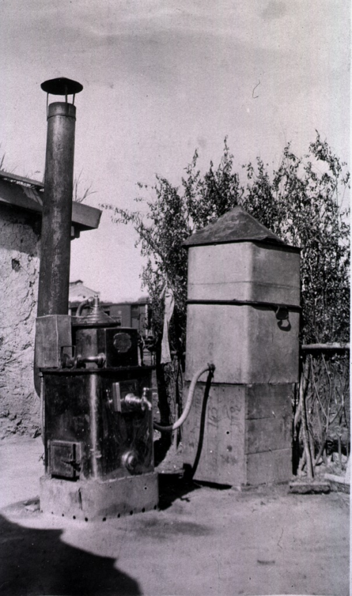 <p>View of an apparatus box for sterilizing water.</p>