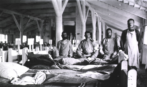 <p>Four medical personnel in a ward at Military Hospital No. 9.</p>