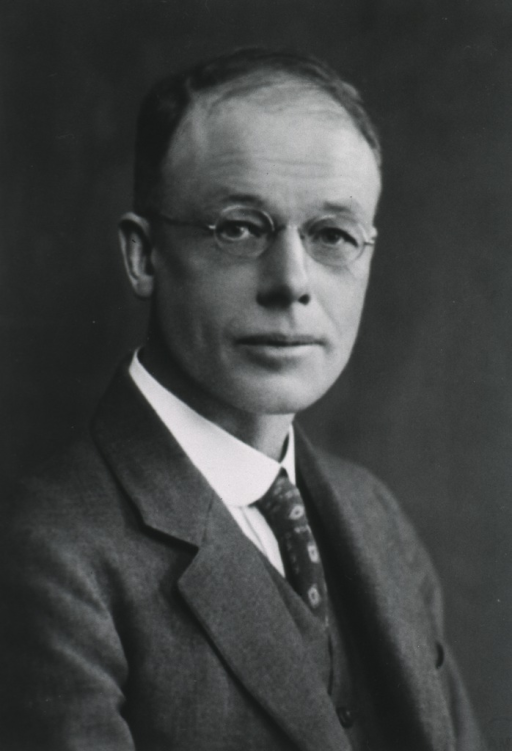 <p>Head and shoulders, right pose; with glasses.</p>