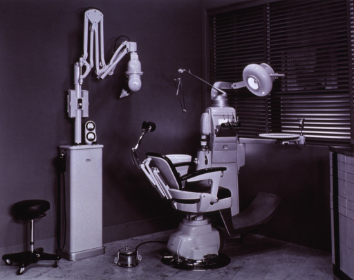 <p>Interior view: chair, dental unit, and a Dual X x-ray machine.</p>