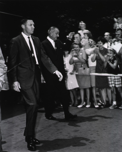 <p>President Johnson waves to the crowd as he concludes his tour of the Clinical Center.</p>