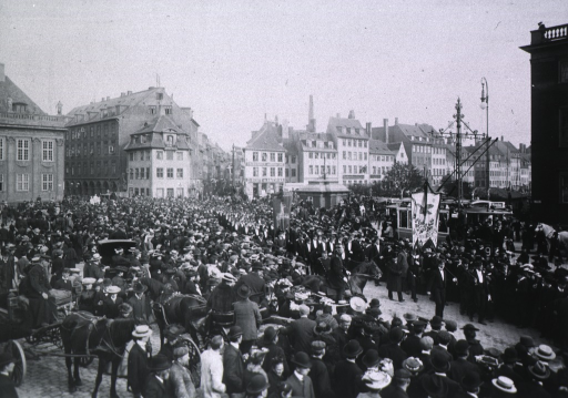 <p>Showing funeral procession on its way from Copenhagen to Kirkgaard for interment.</p>