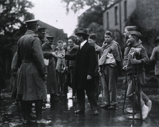 <p>Secretary Baker, General John Biddle, and others talking with patients at Base Hospital no. 37, Dartford, England.</p>